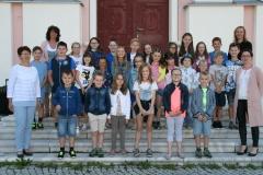 Schüler und Lehrerinnen der Volksschule Strassen am Schulschluss 2017