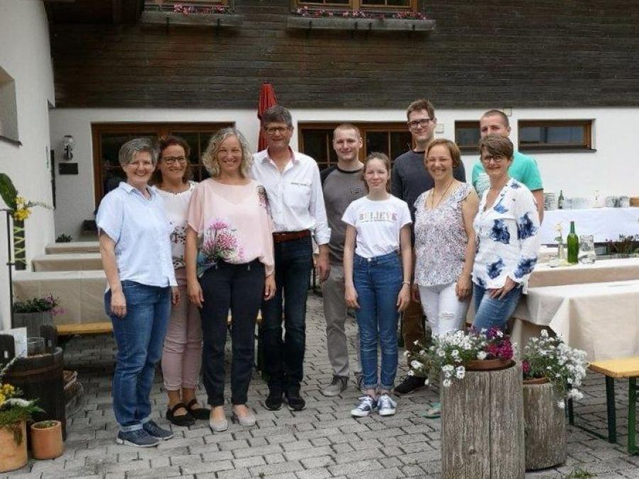 Familie Weiler lud zum Tag des Offenen Bienenstocks